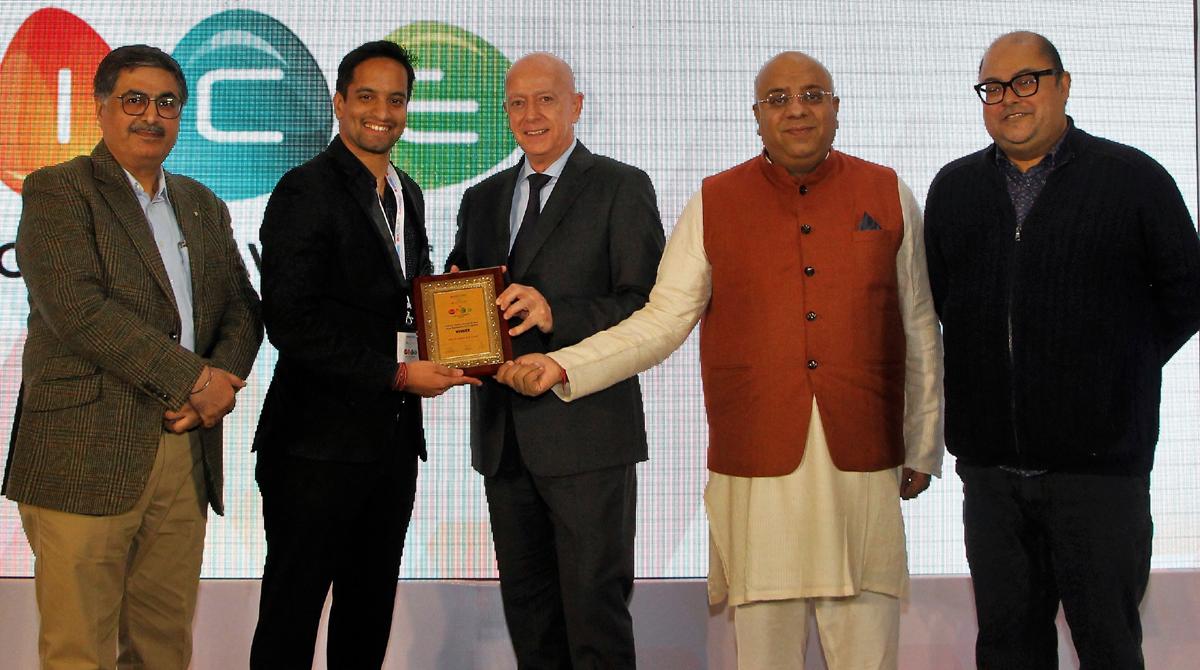 Siddhant Chowdhary, Managing Director of Ramada Jammu City Centre receiving 'Best Business Hotel' Award at New Delhi.
