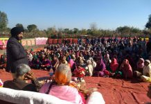 Senior Congress leader, Manjit Singh addressing public meeting at border village, Nanga in Vijaypur constituency.