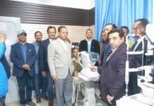 Dr Amit Wanchoo handing over Opthalmic equipments to KLSM Rotary Eye & ENT Hospital Udhampur.