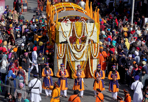Impressive 'Nagar Kirtan' being taken out on the eve of Gurpurab in Jammu on Thursday. -Excelsior/Rakesh