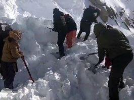 Rescue operation at Khardung La on Friday. -Excelsior/Morup Stanzin