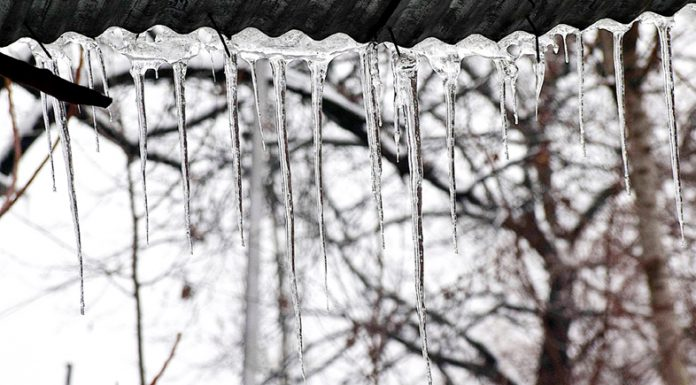 Icicles hanging from the roof top of a residential house on the outskirts of Srinagar. —Excelsior/Shakeel
