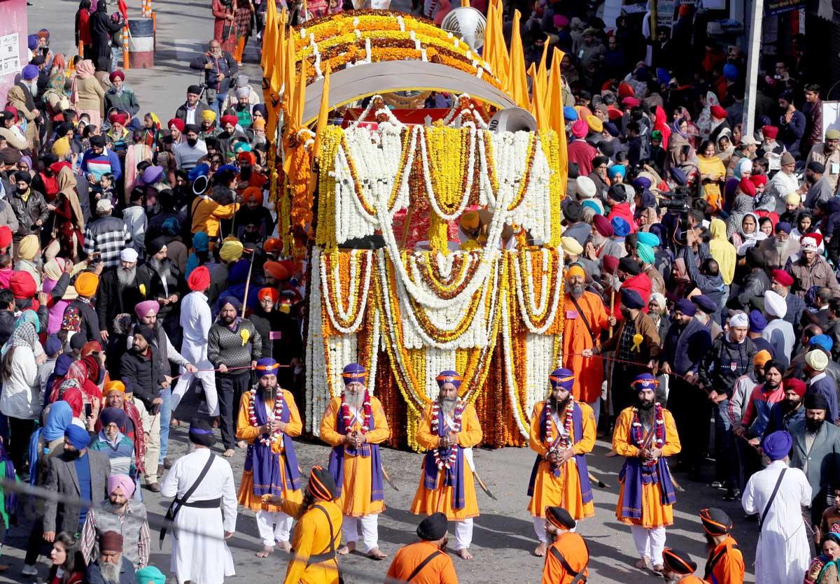 Impressive 'Nagar Kirtan' being taken out on the eve of Gurpurab in Jammu on Thursday. -Excelsior/Rakesh