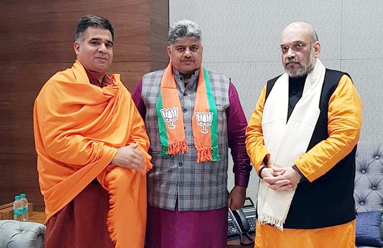 Rajput Sabha president Narain Singh posing for a photograph with BJP national president, Amit Shah and State President Ravinder Raina at New Delhi on Monday.
