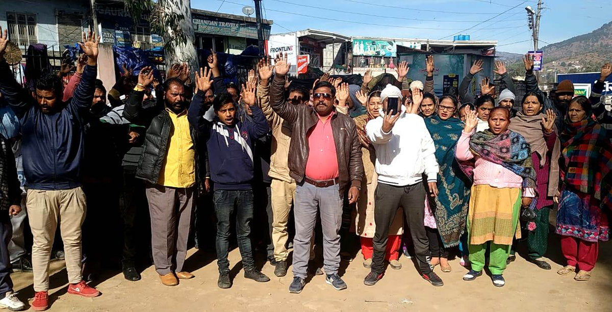 Safai Karamcharis staging protest in front of the office of Municipal Committee, Udhampur.