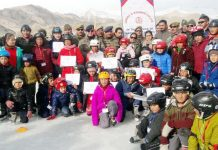 Young players posing along with dignitaries during Ice Skating Training Camp in Leh.