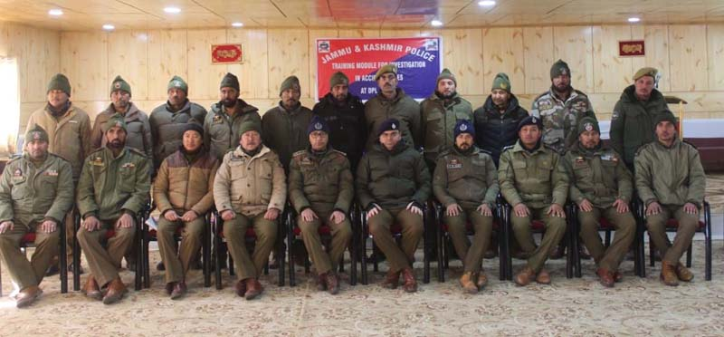 SP Kargil Dr Vinod Kumar with trainees of 'Accident Cases' in Kargil on Wednesday.