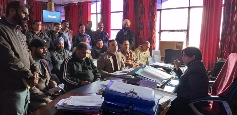 JKTF delegation apprising Director School Education about demands of teaching community.