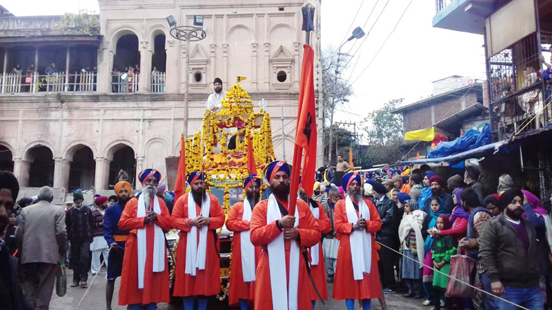 Impressive Nagar Kirtan being taken out in Poonch on Friday. —Excelsior/ Harbhajan