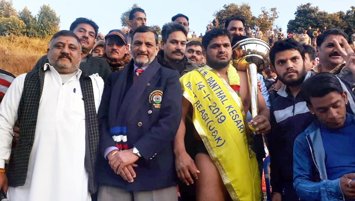 Winner of 119th Panthal Kesari 2019 title posing along with chief guest and other dignitaries on Tuesday.