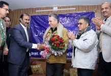 Ranjeet Kalra honouring ADGP GA Mir during a function of HRDC at Jammu University on Tuesday.