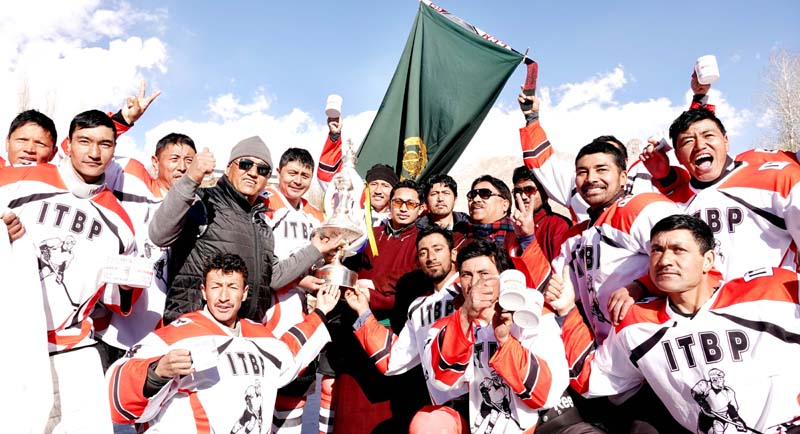 ITBP team posing along with chief guest CEC, LAHDC, Leh Jamyang Tsering Namgyal after winning the Cup.