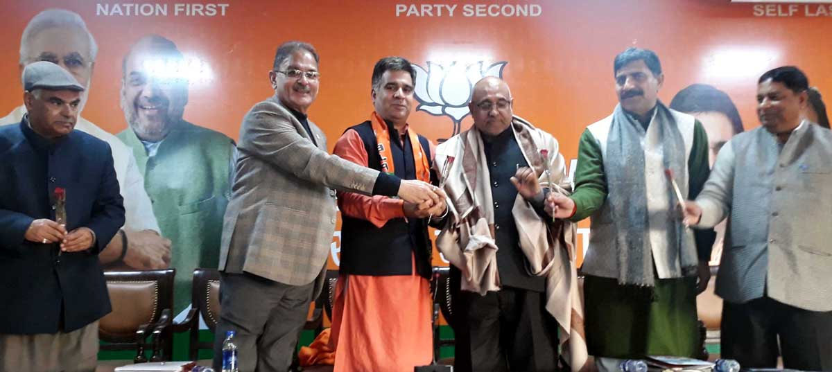 BJP National vice-president, Avinash Rai Khanna, along with senior leaders from the State at the Party Headquarter in Jammu.