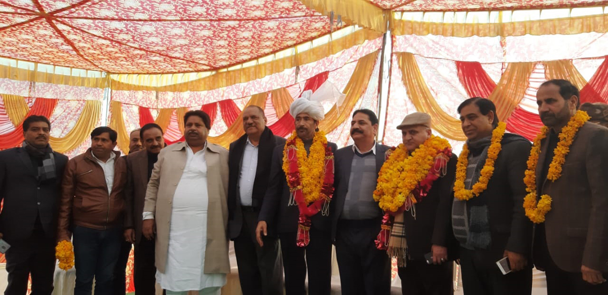 PCC president G A Mir and other senior Congress leaders at a public meeting in Raipur - Domana on Thursday.