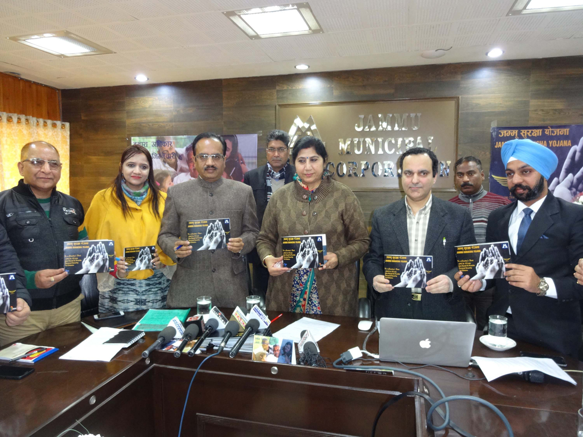 JMC Commissioner, Dy Mayor and others displaying copies of MoU, signed with ITI Ltd for Jammu Suraksha Yojna.