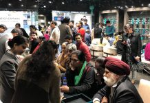 Customers purchasing gold and diamond jewellery at Fortofino in Jammu.