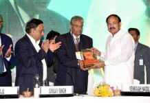 Vice President, M. Venkaiah Naidu receiving a memento at Agri-Vision 2019, a two-day conference on 'Envisioning Agro Solutions for Smart and Sustainable Agriculture', in Hyderabad on Thursday.