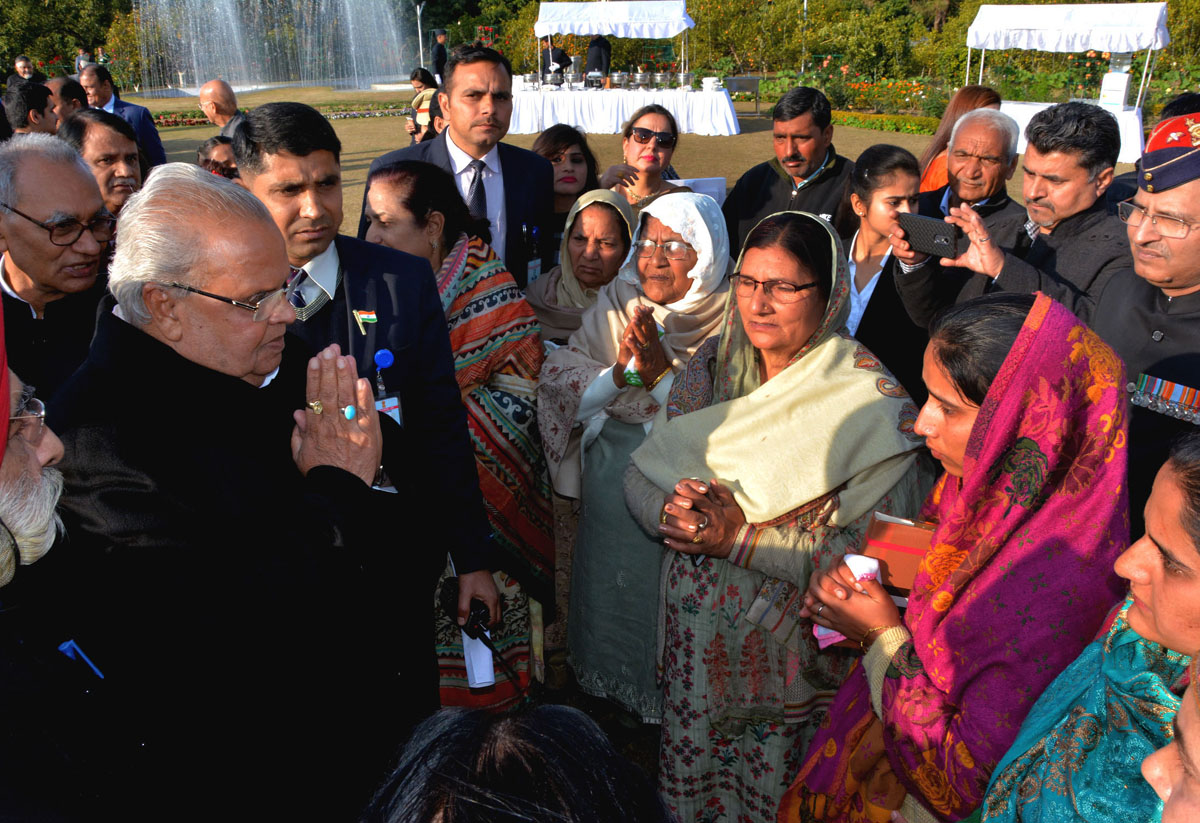 Governor Satya Pal Malik interacting with war widows during 'At Home'.