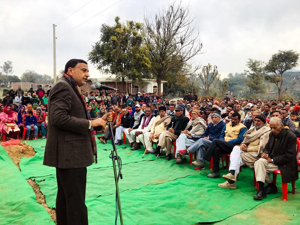 Senior Cong leader Sham Lal Sharma addressing public meeting at Gharatal in Akhnoor on Thursday.