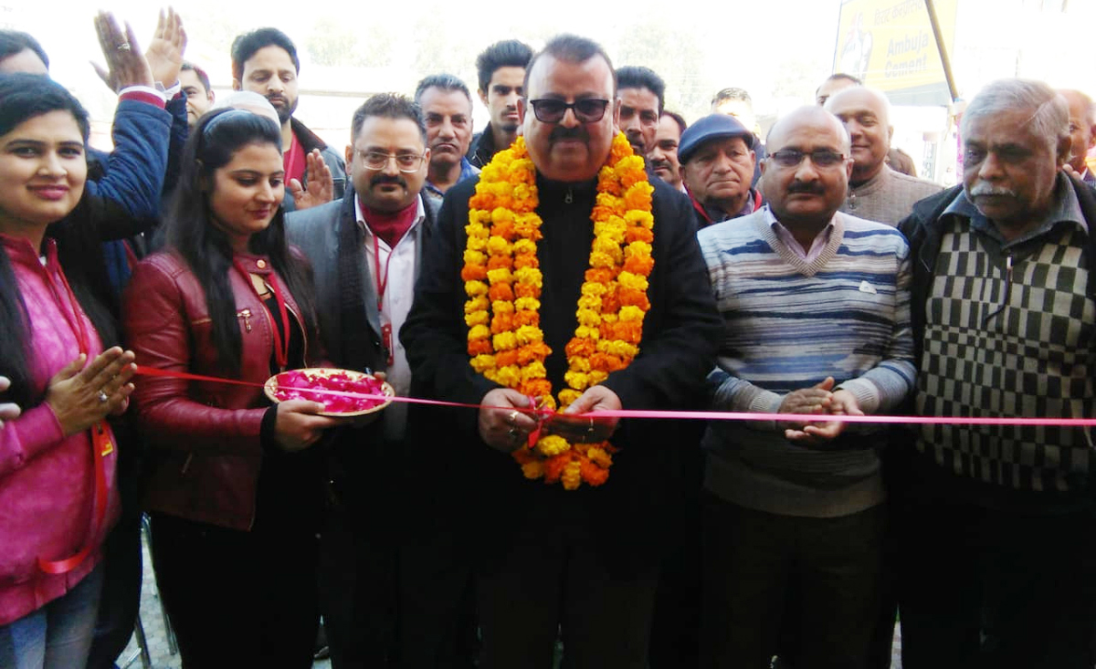 Former Minister Chander Prakash Ganga inaugurating Red Laboratory Collection Center at Bari Brahmana.