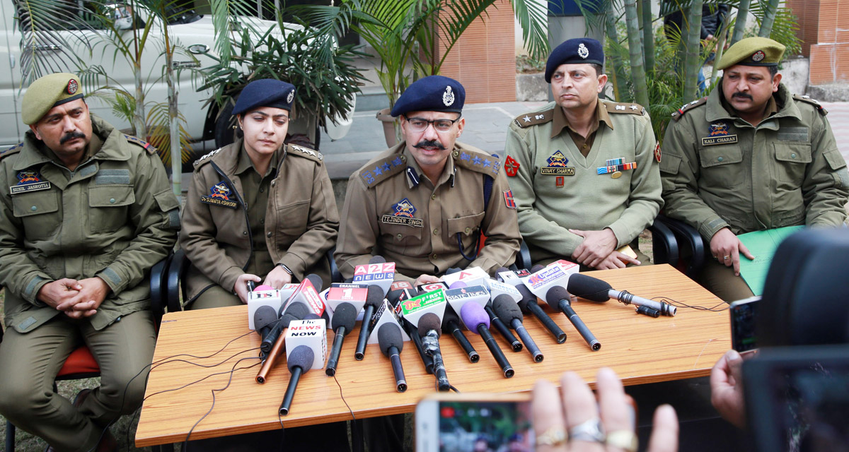 SSP Jammu Tejinder Singh interacting with media persons at Jammu on Tuesday. —Excelsior/Rakesh