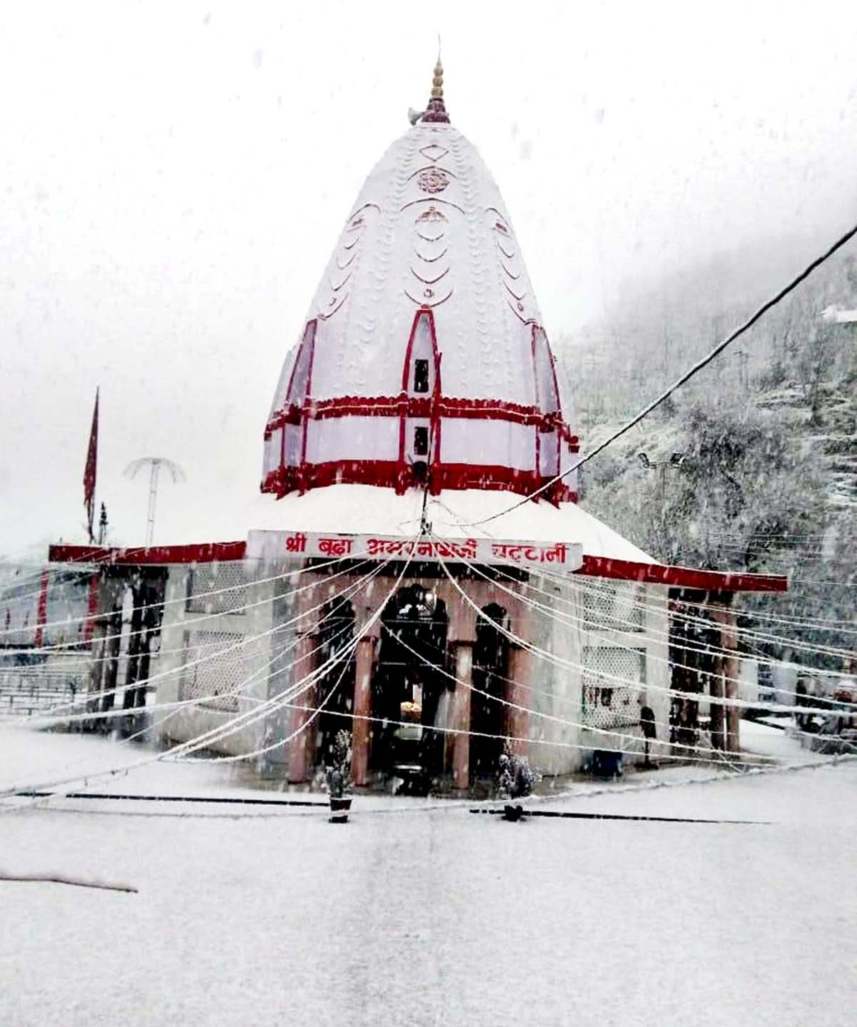 Shri Budha Amarnath Shrine at Mandi witness heavy snowfall on Saturday.
