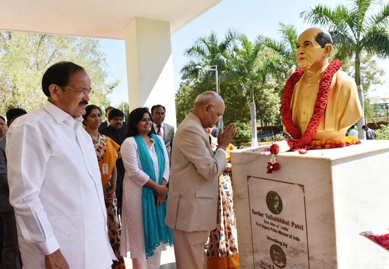 President, Ram Nath Kovind offering floral tributes at the bust of Sardar Vallabhai Patel at Akshara Vidyalaya, in Nellore, Andhra Pradesh on Friday.
