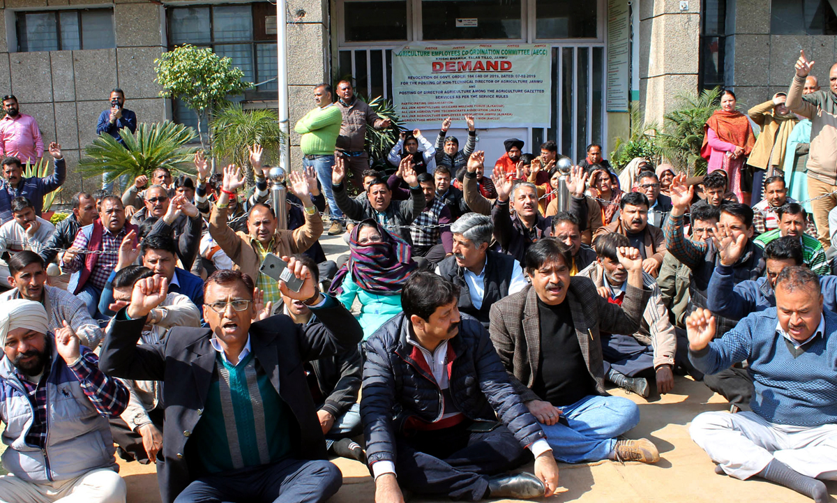 Agriculture Deptt employees raising slogans in support of their demand during protest on Thursday. — Excelsior/Rakesh