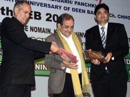 Union Minister of Steel Birender Singh felicitating Gourav Abrol Director MV Internation School in Jammu.