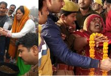 Relatives performing last rites of martyred CRPF jawan Ram Wakeel in Mainpuri (L) and grieving relatives of Avadhesh Yadav during his last rites in Chandauli on Saturday. (UNI)