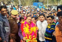 Union Minister, Dr Jitendra Singh with BJP and BJYM activists at Mandli, Billawar on Tuesday.