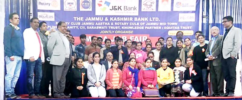 Students and dignitaries posing for group photograph during job fair.