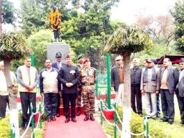 War veterans and others paying floral tributes to 2nd World War hero, Jemedar PS Chib in Akhnoor.
