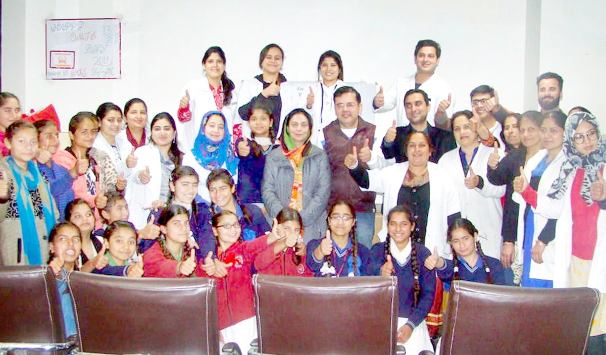 Students and faculty of IGGDC Jammu posing for a group photograph.