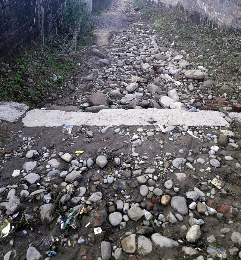 Rathian road which has not been repaired since years.