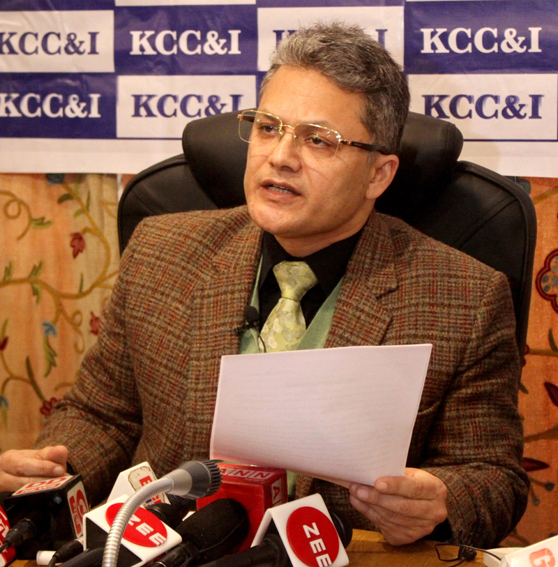 Kashmir Chamber of Commerce and Industry office bearer addressing a press conference in Srinagar. —Excelsior/Shakeel