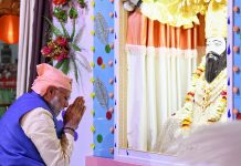 Prime Minister, Narendra Modi paying tributes to Guru Ravidas on his Birth Anniversary, at Varanasi, Uttar Pradesh on Tuesday.