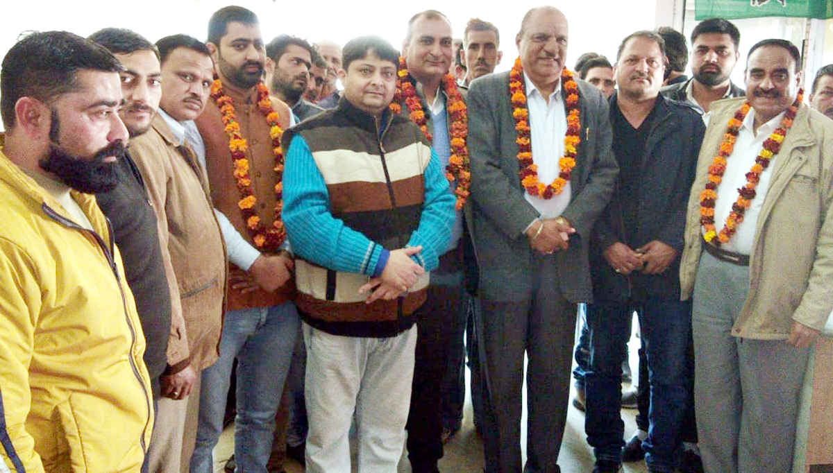5fea95739a742 Senior Cong leader Mula Ram at party meeting in Bantalab area of Jammu on  Sunday.