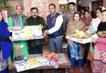 Sourabh Aggarwal, Director Kamdhenu Paints alongwith other officials felicitating a dealer at Jammu.