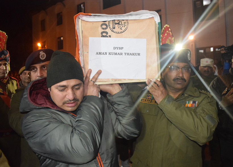 DGP Dilbag Singh alongwith other police officials carrying coffin of martyr DySP Aman Thakur after wreath laying ceremony in Srinagar on Sunday. -Excelsior/Shakeel