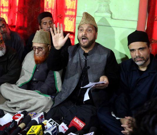 Mufti Nasir-ul-Islam addressing media at Mirwaiz Manzil Srinagar. —Excelsior/Shakeel