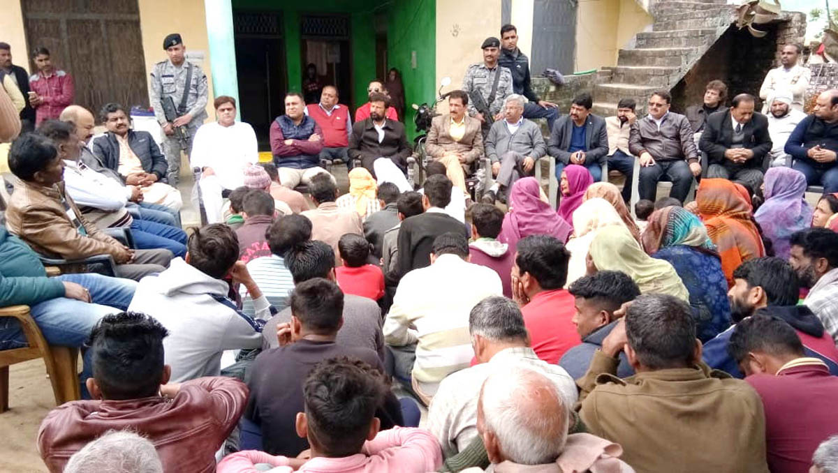 Ex-MP Lal Singh interacting with border people of Hiranagar on Friday.