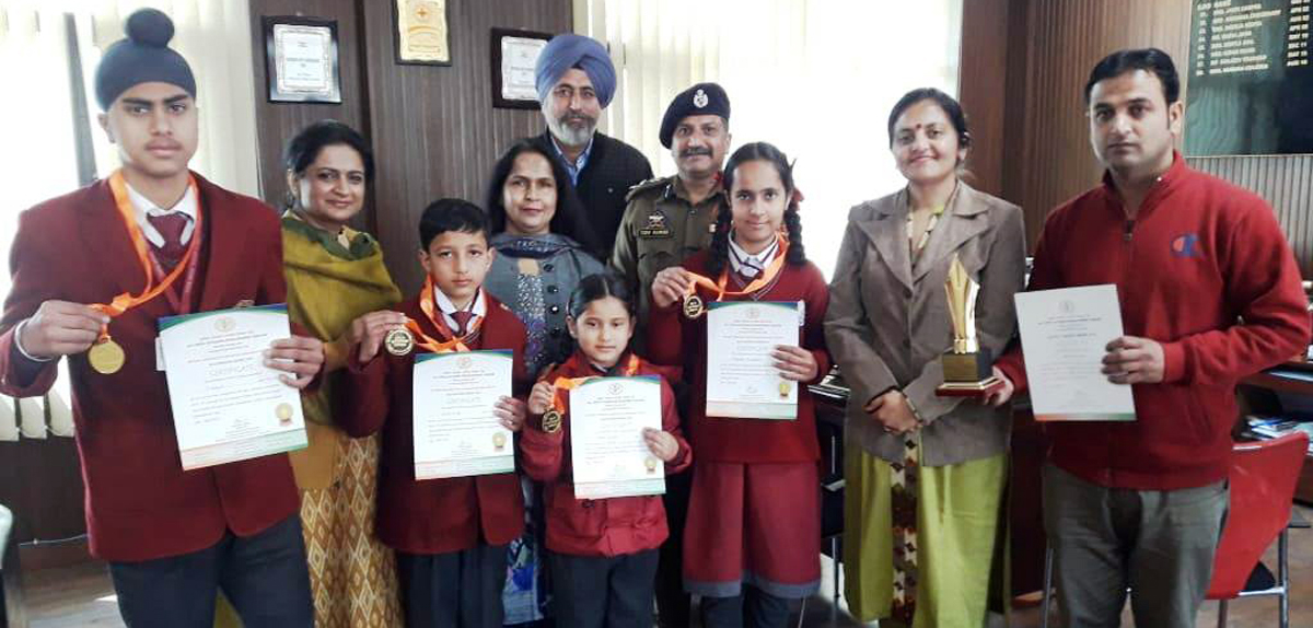 Prize zinners of colouring competitioin posing alongwith dignitaries at Police Public School, Jammu.