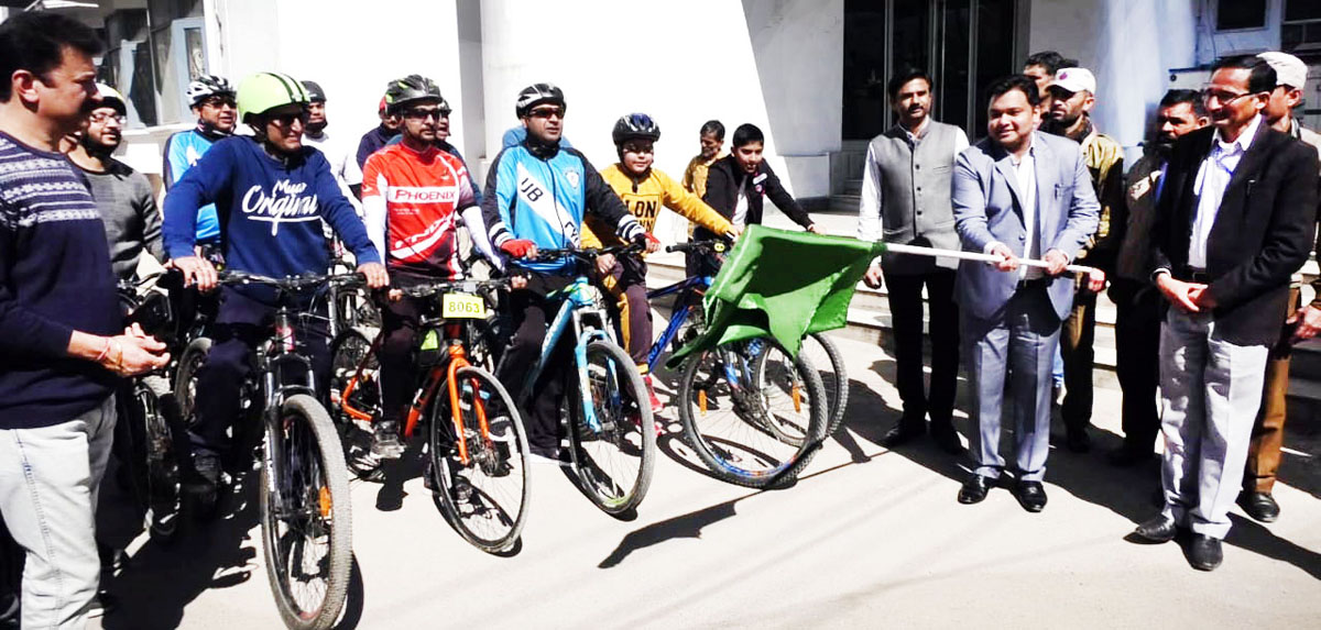 DDC Udhampur, Dr Piyush Singla flagging off cycle rally on Sunday.