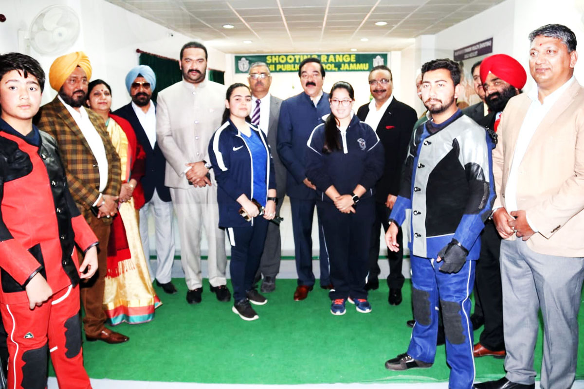 Young shooters posing along with DGP Dilbag Singh and other dignitaries during inaugural ceremony of Shooting Championship.