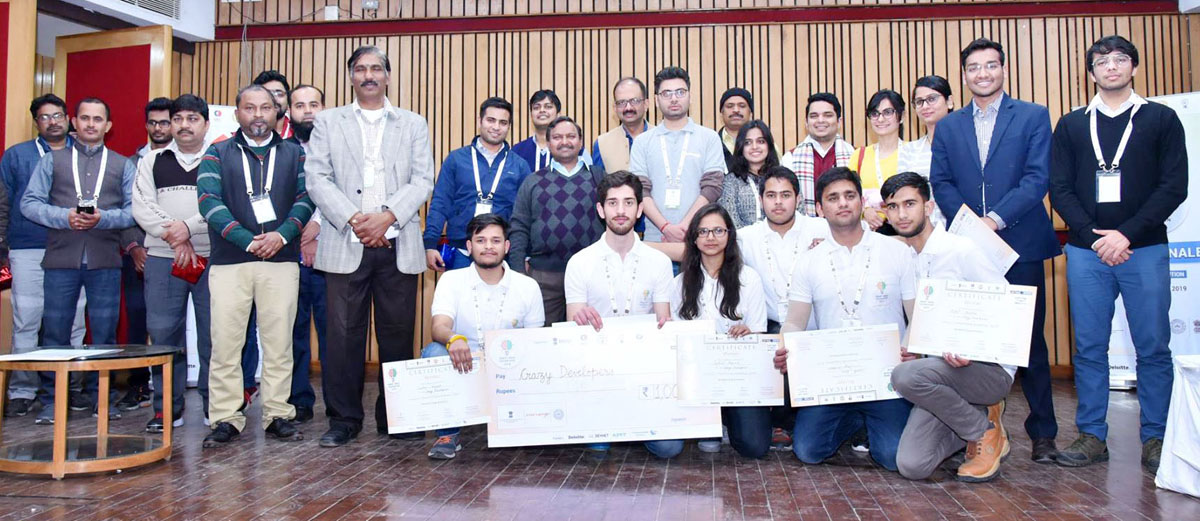 MIET students receiving their prize of Rs 1 Lakh in SIH at IIT-Kanpur.