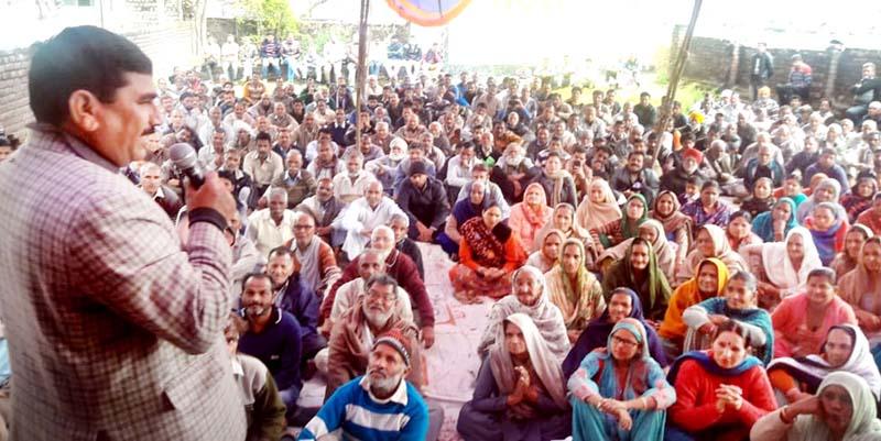 West Pak refugees president, Labha Ram Gandhi addressing a rally in Vijaypur on Sunday.