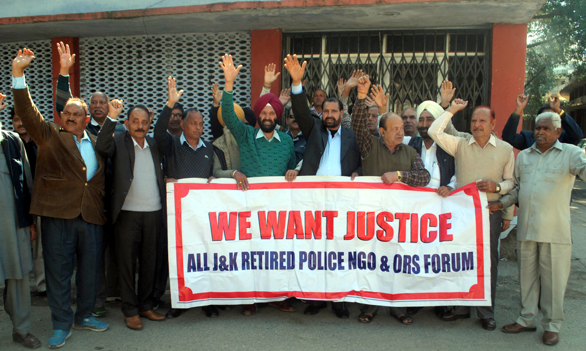 Non-Gazetted Police Pensioners during a protest at Jammu on Tuesday.—Excelsior/Rakesh