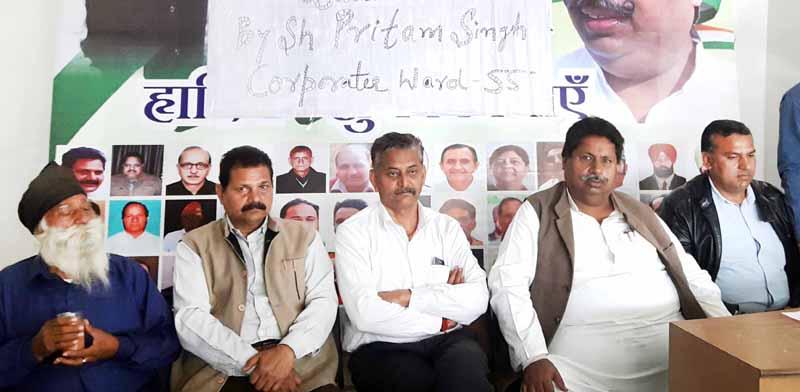 Senior Cong leader Raman Bhalla addressing public meeting in Gandhi Nagar on Monday.