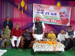 Senior Congress leaders Vikramaditya Singh, Dr Manohar Lal and others at public meeting in Hiranagar.